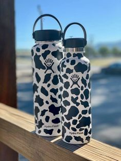 Cow Print Hydro Flask Bottles - - Will ship out in business days. *Cow spots are decals*. Water Bottle Art, Cute Water Bottles, Wine Bottles, Plastic Bottle, Glass Bottles, Hydro Painting, Bottle Painting, Icarly, Kermit