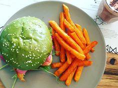 Der grüne Matcha Burger ist ein Low Carb-Wunder
