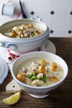 Unser beliebtes Rezept für Hühner-Frikassee-Suppe und mehr als 55.000 weitere kostenlose Rezepte auf LECKER.de.