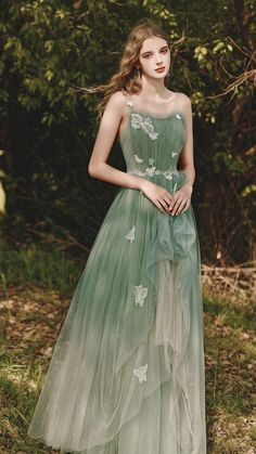Prom Outfits, Mode Outfits, Fashion Outfits, Ladies Fashion, Ball Dresses, Ball Gowns, Evening Dresses, Green Prom Dresses, Prom Dresses Tea Length