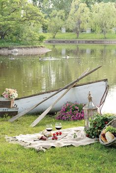 """au-chalet: """" http://www.thecottagejournal.com/planning-waterside-picnic/ """""""
