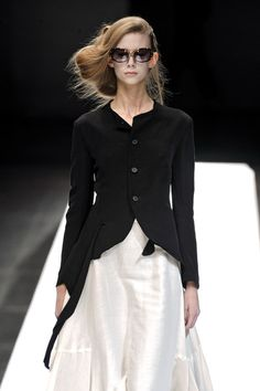 Yohji Yamamoto at Paris Fashion Week Spring 2009 - Runway Photos