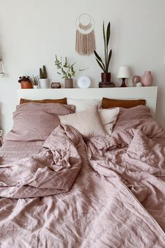 This shade of pink is the perfect choice to help you create a cozy and romantic bedroom atmosphere. Our linen bedding is stone washed for extra softness and available in lots of sizes. Discover linen duvet covers, pillows and much more in our store. Farmhouse Bedroom Decor, Home Bedroom, Master Bedroom, 100 Cotton Duvet Covers, Duvet Cover Sets, Duvet Bedding, Linen Bedding, Bedding Sets, Cool Room Decor