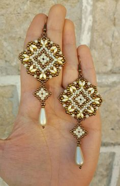 Seed Bead Jewelry, Bead Jewellery, Seed Bead Earrings, Diy Earrings, Seed Beads, Beaded Earrings Patterns, Bracelet Patterns, Beading Patterns, Loom Patterns