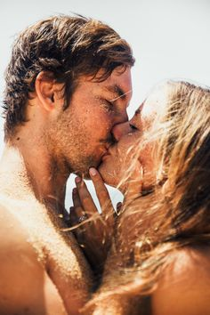 Kissing Wall… Live by the sun ▲ Love by the moon Cute Couple Pictures, Love Couple, Couples In Love, Couple Goals, Romantic Love, Hopeless Romantic, Romantic Kisses, Crazy Stupid Love, Luxury Couple