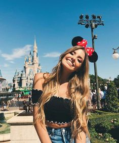 He llegado Disney! The post He llegado Disney! appeared first on Platinium Moda. Disney World Outfits, Walt Disney World, Disney World Fotos, Disney Disney, Disneyland Photography, Disneyland Photos, Disneyland Outfits, Disneyland Outfit Summer, Cute Disney Pictures