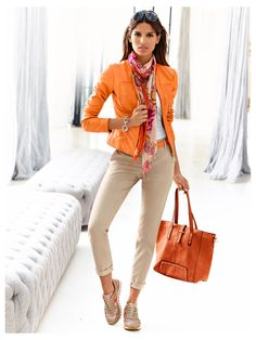 tenue sport baskets à paillettes - allure sportive I like everything except for the tennis shoes. Mode Outfits, Chic Outfits, Fall Outfits, Fashion Outfits, Womens Fashion, Fashion Trends, Fashion Over 40, Look Fashion, Autumn Fashion