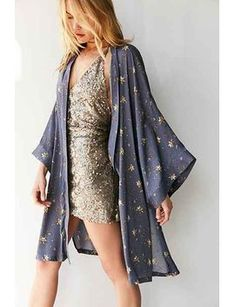 Kimchi Blue Star Print Kimono Jacket - Urban Outfitters omg this is an awesome New Years outfit! Fashion Week, Look Fashion, Womens Fashion, Fashion Trends, Star Fashion, Fashion Night, Ladies Fashion, Fashion Boots, Jackets Fashion