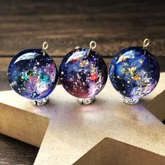 Making Resin Jewellery, Resin Jewelry, Kawaii Accessories, Handmade Accessories, Space Jewelry, Jewelry Design, Resin Artwork, Magical Jewelry, Diy Resin Crafts
