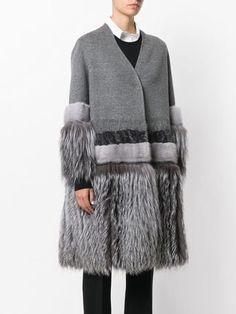 Shop the latest women's designer Faux Fur & Shearling Coats at Farfetch now. Fur Fashion, Grey Fashion, Couture Fashion, Winter Fashion, Fashion Outfits, Fashion Design, Shearling Coat, Fur Coat, Coat Outfit