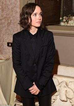 She means business: Ellen, looked suitably smart in a two-piece suit which she paired with a crisp black shirt as she welcomed guests to her event, entitled Ellen Page, A Tribute To Commitment Ellen Page Girlfriend, Rocker Wedding, Coming Out, Dodie Clark, Tribute, Stoner Girl, Canadian Actresses, Androgynous Fashion, Fine Men
