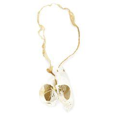 Maria Ignacia Walker - 2015 - TRASCENDIERON - Materials: Porcelain / Horsehair / Resin / Gold thread / Gold