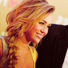 Miley Cyrus' beautiful old hair style. Messy Braid