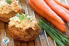 Dali byste si lehký oběd nebo večeři? Vyzkoušejte pečené brambory s karotkovým tvarohem! Pečené brambory jsou plnohodnotnou potravinou, která poskytuje kvalitní sacharidy a proteiny. Karotka je zdroj vitamínů, minerálů a vlákniny. Tvaroh je lehce stravitelný, má vysokou nutriční hodnotu a vysokou sytící schopnost.