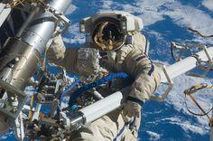 «Роскосмос» планирует подготовить первого космонавта из ОАЭ http://oane.ws/2017/11/26/roskosmos-planiruet-podgotovit-pervogo-kosmonavta-iz-oae.html  «Роскосмос» планирует подготовить первого гражданского космонавта из ОАЭ. Все необходимые договорённости уже достигнуты и скоро начнутся тренировки.