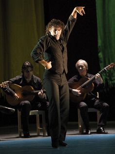 One of the top Flamenco dancers of the new generation, Ángel Múñoz performed at Sadler's Wells in the 2014 Flamenco Festival.