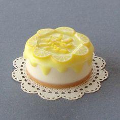 Minature dollhouse cake!