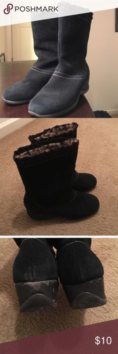 Waterproof black winter mid calf boots Leopard print just inside cuff. Short 1.5 inch heel, very comfortable! They are waterproof! The heel is very worn out. sporto Shoes Winter & Rain Boots