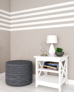 Simple line wall paint ideas using brown and white colors paint. Wall Painting Living Room, Wall Painting Decor, Simple Wall Paintings, Bedroom Wall Designs, Accent Wall Bedroom, Striped Walls Horizontal, Striped Painted Walls, Striped Walls Bedroom, Stripe Walls