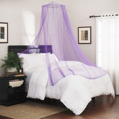 Canopy beds offer privacy and aesthetic appeal to a bedroom. Go through the DIY canopy bed ideas for transforming a drab bedroom into a dreamland. Hotel Canopy, Diy Canopy, Canopy Beds, Tulle Canopy, Bedroom Ceiling, Bedroom Decor, Bedroom Ideas, Diy Lit, Bed Net