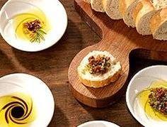 Cómo hacer una salsa con aceite de oliva para untar en pan | eHow en Español