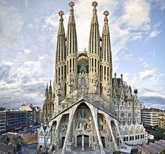 La Sagrada Familia es la obra más importante de Antonio Gaudí. Horarios, visitas de las fachadas, el interior y las torres