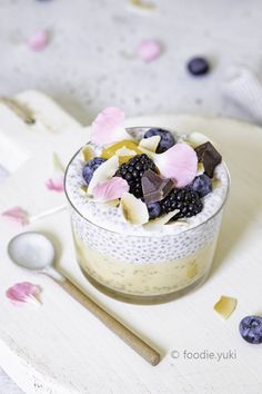 Creamy mango and coconut chia pudding – foodie. Chia Seed Coconut Milk, Coconut Chia Pudding, Mango Pudding, Pudding Recipes, Pancake, Food Styling, Food Print, Clean Eating, Dairy