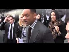 [HD/Full]Will Smith Slaps Male Reporter for Kissing His Mouth at 'Men in Black 3's' Moscow Premiere