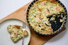 1- Préchauffer le four à 180 degrés. 2- Découper la courgette en dés la faire revenir dans un petit peu d'huile dans une poele. Saler et poivrer. Ajouter des herbes de Provence. 3- Dans un bol, battre les 3 oeuf et les 20cl crème de soja. 4- Ajouter la courgette et les 200g saumon fumé à la preparation aux oeufs, mélanger le tout et verser dans un plat. 5- Faire cuire environ 30min.