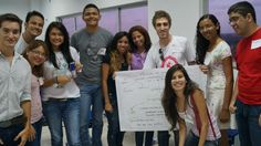 Agustín y otros intercambistas de AIESEC que están trabajando en el Proyecto TALK  en Brasil