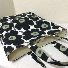 Tote Bags, How To Make Diy, Fabric Bags, Girls Bags, Easy Sewing Projects, Marimekko, Cotton Bag, Sewing Patterns Free, Handmade Bags