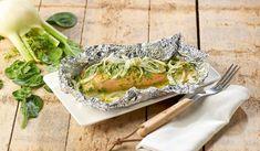 Een barbecue met alleen maar vlees? Nee hoor, ook vis smaakt heerlijk van de barbecue en vooral deze zalm met spinazieroom en venkel!