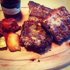 Ripperl und a Bier .... #ribeyesteak #filletsteak #daraufeinbier #aufzumzuser #allessteak #nichtnur #steak #nurdasbedtefürdiegäste #genusslandoberösterreich #genussregionösterreich #regionalitaetueberalles Steak, Pork, Instagram Posts, Beer, Kale Stir Fry, Pigs, Pork Chops, Steaks