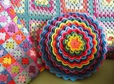 Blooming Flowers Cushion By Lucy - Free Crochet Pattern - Crochet Home, Love Crochet, Crochet Crafts, Crochet Yarn, Yarn Crafts, Crochet Flowers, Beautiful Crochet, Wiggly Crochet, Rainbow Crochet