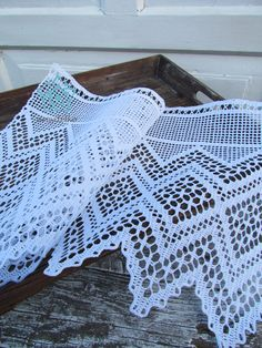 Crochet ideas that you'll love Crochet Borders, Filet Crochet, Crochet Stitches, Lace Doilies, Crochet Doilies, Crochet Lace, Crochet Curtains, Crochet World, Irish Lace