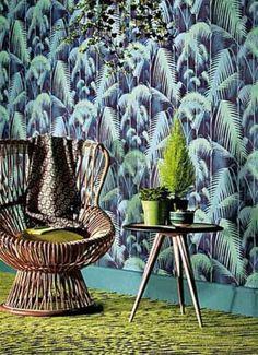 CARAMBOLA, tavolino in legno di frassino tinto con piano colorato e gambe tornite a forma di stecche da biliardo, con legni di ciliegio, acero e wengè. Design Maurizio Duranti
