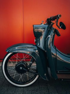 Pin by on simson Vintage Bikes, Vintage Motorcycles, Cars And Motorcycles, Motorcycle Design, Motorcycle Bike, Vespa Scooter, Honda Cub, Candy Apple Red, Bmw