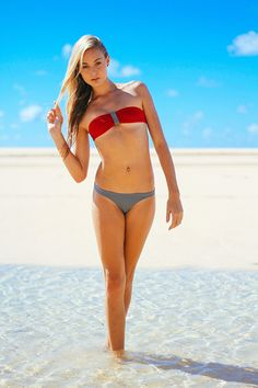 Sydney Penny Bikini 19