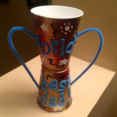 Father's Day Trophy Craft for Kids: super easy and cheap to prepare! Kids Crafts, Craft Projects For Kids, Toddler Crafts, Crafts To Do, Arts And Crafts, Trophy Craft, Diy Trophy, Plastic Cup Crafts, Plastic Cups