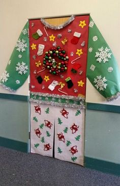 Amazing Classroom Doors for Winter and the Holidays Bring some good cheer to your classroom with this holiday classroom door! Click through to find more fun, creative, and festive winter classroom door decor ideas! Christmas Door Decorating Contest, School Door Decorations, Office Christmas Decorations, Christmas Classroom Door Decorations, Desk Decorations, Winter Door Decoration, Winter Decorations, Classroom Crafts, School Classroom