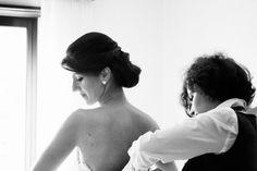 Os detalhes do vestido de noiva da Inês... #oblogdacasar #blog #wedding #casamento #torresvedras #weddingdresses #vestidosdenoiva by One Love Photography