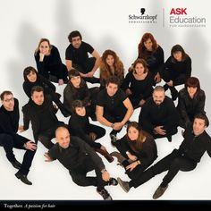 Estamos muy orgullosos de ser la primera compañía internacional que proporciona materiales de formación esenciales para peluqueros a nivel global, a través de nuestros equipo de ASK Trainers.