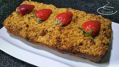 cake moelleux à la rhubarbe et aux fraises