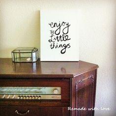 Enjoy the little things! Op mijn blog http://remadewithlove.nl/tekst-op-canvas-zelf-maken/ leg ik uit hoe je zelf een quote op canvas kan schilderen. #diy #canvasquote #vintage #zelfmaken #schilderen #quotes