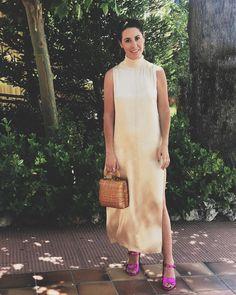 A petición vuestra os enseño el look de ayer... vestido: @zara (restos de rebajas de la temporada pasada... vamos una ganga de 9) sandalias: @bershkacollection bolso: vintage (de hace mil años) Listo!       #Fashion #newpost #blogger #youtuber #fashionblogger #weddinglook #look #outfit #look #streetstyle #fashionista #ootd #cool#zaradress #bershkasandals #bershkastyle #zara #vintage #cesto #mimbre