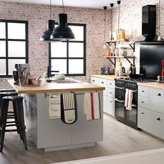 I bet everybody loves an industrial kitchen style. It's aesthetically pleasing even if not the most popular trend in kitchen design. Industrial Bathroom Design, Industrial Style Kitchen, Loft Kitchen, Industrial Interior Design, Rustic Kitchen, Kitchen Interior, Modern Industrial, Bohemian Kitchen, Eclectic Kitchen