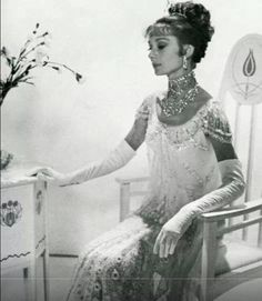 Audrey Hepburn- My Fair Lady ball dress posed. Is there ONE current actress that exudes such style, grace and CLASS, as Audrey did? I cannot think of any. My Fair Lady, Bette Davis, Timeless Beauty, Classic Beauty, Ball Dresses, Ball Gowns, Audrey Hepburn Mode, Old Movie Stars, Woman Movie