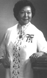 Jean Lumb (1919-2002) 1st Chinese Canadian woman to receive Order of Canada (1976) http://famouscanadianwomen.com