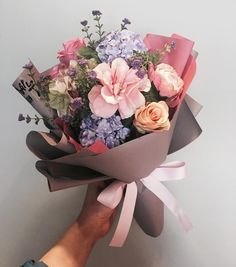 Garden Rose Bouquet Flora Ideas For 2019 Amazing Flowers, My Flower, Flower Art, Beautiful Flowers, Hand Bouquet, Bouquet Flowers, Pastel Flowers, Send Flowers, Lisianthus Bouquet