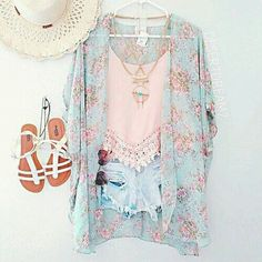 Imagen vía We Heart It #accessories #boho #clothes #fashion #kimono #outfit #shorts